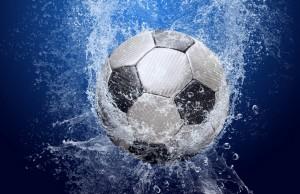 Картинка: Футбольный мяч и брызги
