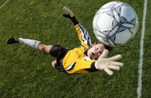 _____Goalkeeper_catches_the_ball_081895_29