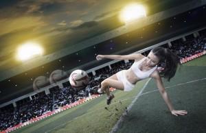 devushka-myach-sport-futbol