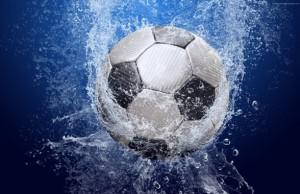 futbol-myach-voda-bryzgi-kapli