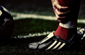 80649_sport_makro_futbolnye-oboi_futbolisty_stiven_1920x1200_(www.GdeFon.ru)