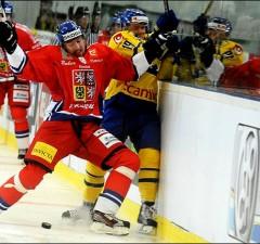 Sweden's Patrik Zackrisson (R) vies with