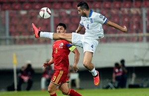 Greece's defender Kostas Manolas (R) vies with Romania's forward Ciprian Marica during their qualifying football match for the 2016 European Championship at the Karaiskaki stadium in Piraeus near Athens on September 7, 2014. AFP PHOTO / LOUISA GOULIAMAKI        (Photo credit should read LOUISA GOULIAMAKI/AFP/Getty Images)