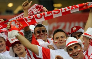 epa04442095 Polish supporters cheer before the UEFA EURO 2016 Group D qualifying match between Poland and Germany at the National Stadium in Warsaw, Poland, 11 October 2014.  EPA/BARTLOMIEJ ZBOROWSKI POLAND OUT